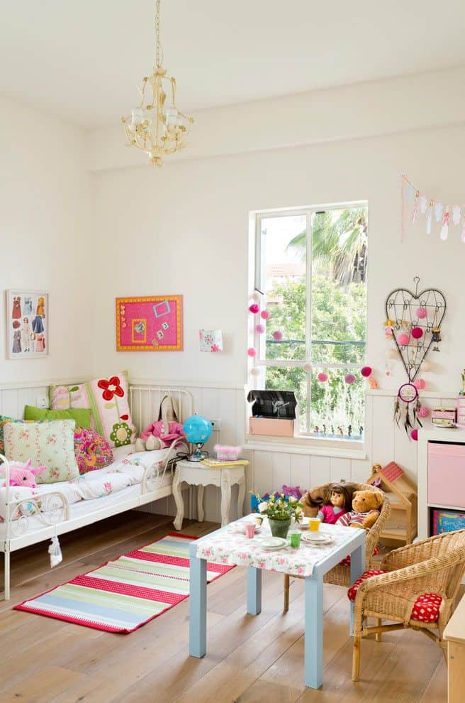 Cottage shabby chic toddler room