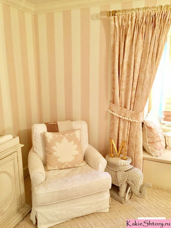 curtains to peach walls in the nursery