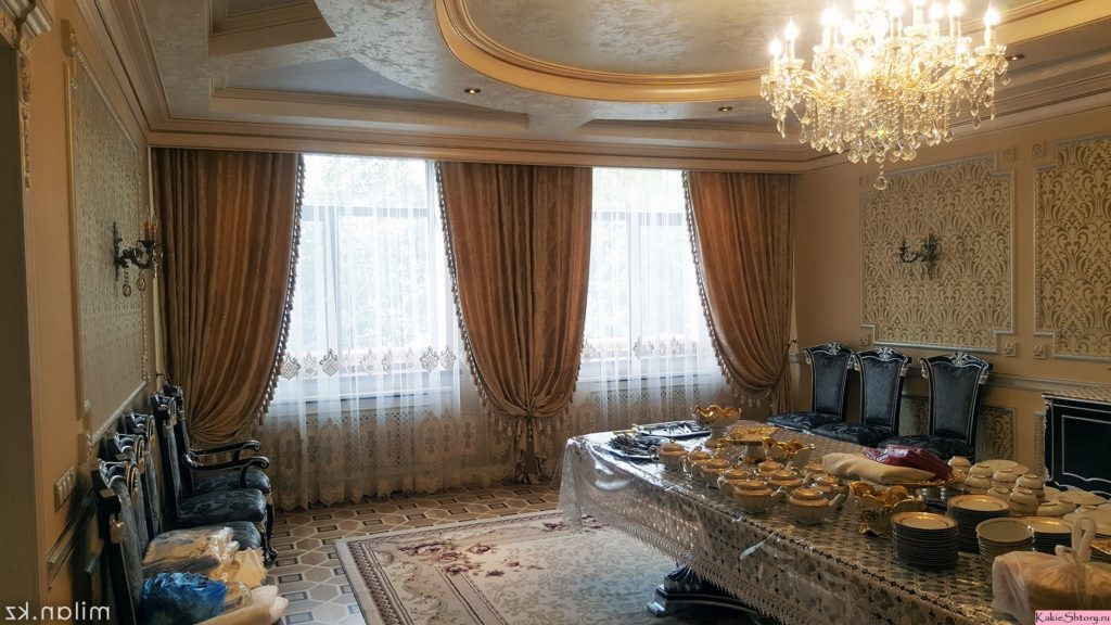 curtains to peach walls in the banquet hall