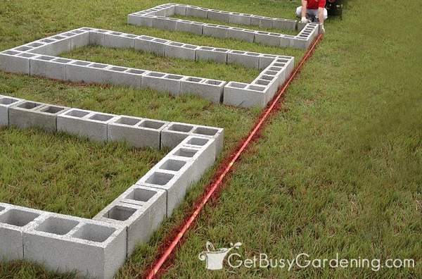 Laying out concrete block raised garden bed design