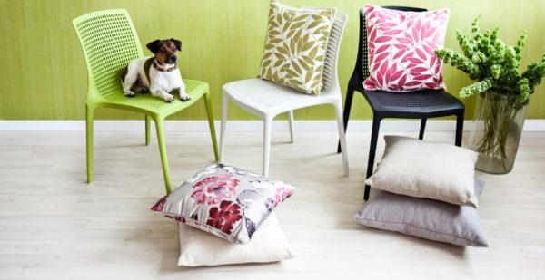 Некоторые подушки выполняют и декоративные, и функциональные роли