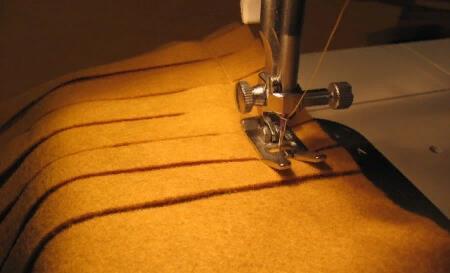 В данном случае будет удобнее использовать швейную машину